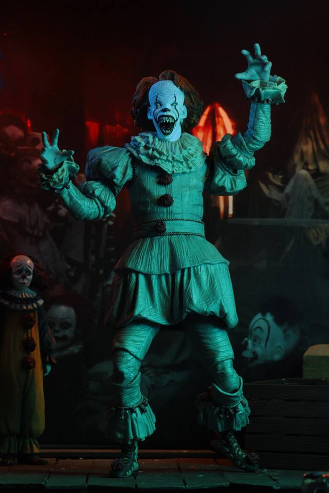 Neca Pennywise Figurine 11