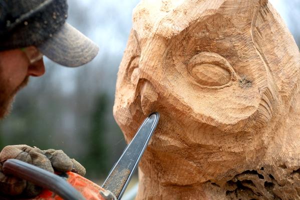 stephen king house chainsaw artist