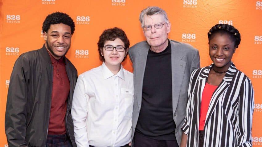 Stephenking Encourage Jeunes Auteurs Ecole Primaire Maine