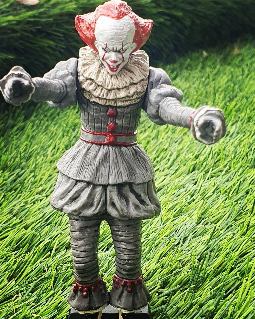 Takara Tomy Pennywise Figurine 03