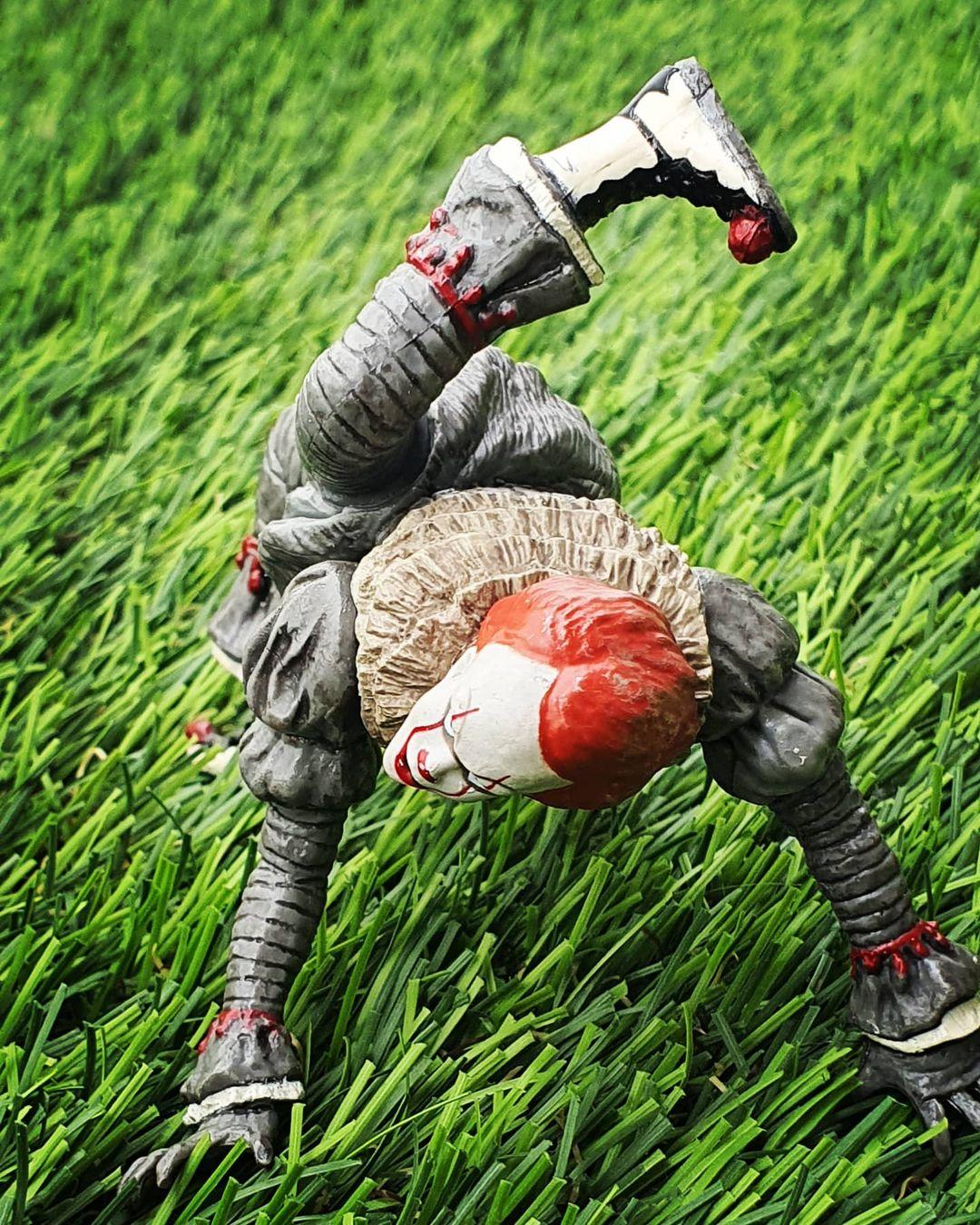 Takara Tomy Pennywise Figurine 04