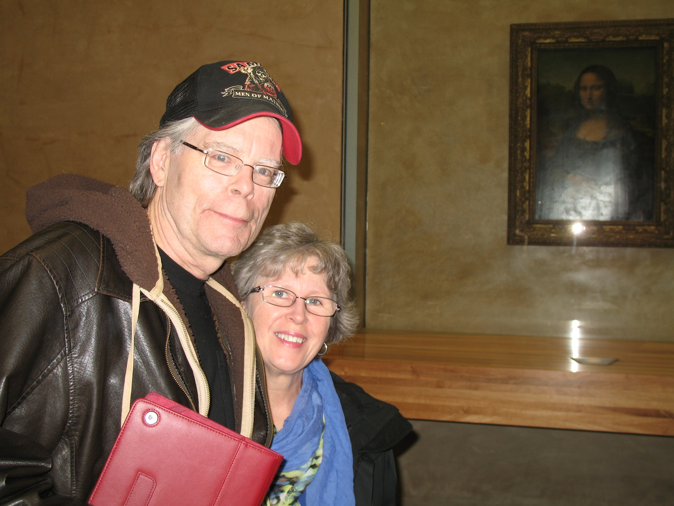 Stephen King & Marsha at The Louvre Mona Lisa