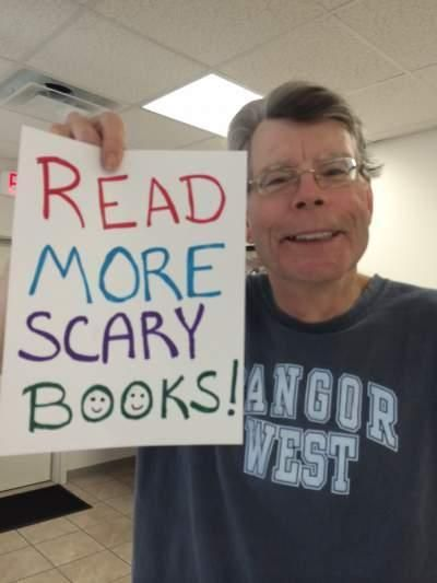 [stephen king - photo - read more scary books]