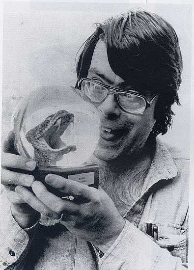 photo de stephen king 70s snake head globe